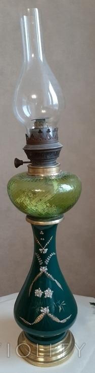 Керосиновая лампа зеленого стекла с колбой и с декорированным туловищем .Германия, фото №2