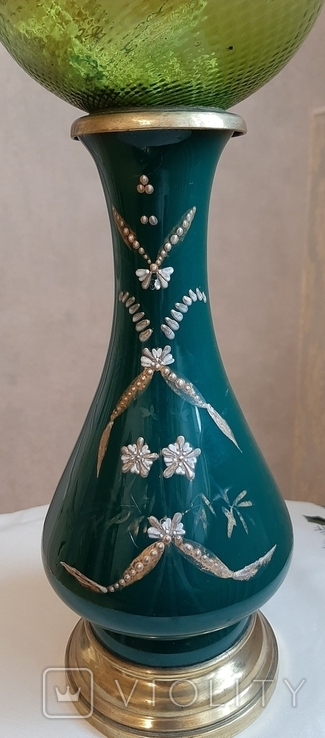 Керосиновая лампа зеленого стекла с колбой и с декорированным туловищем .Германия, фото №3