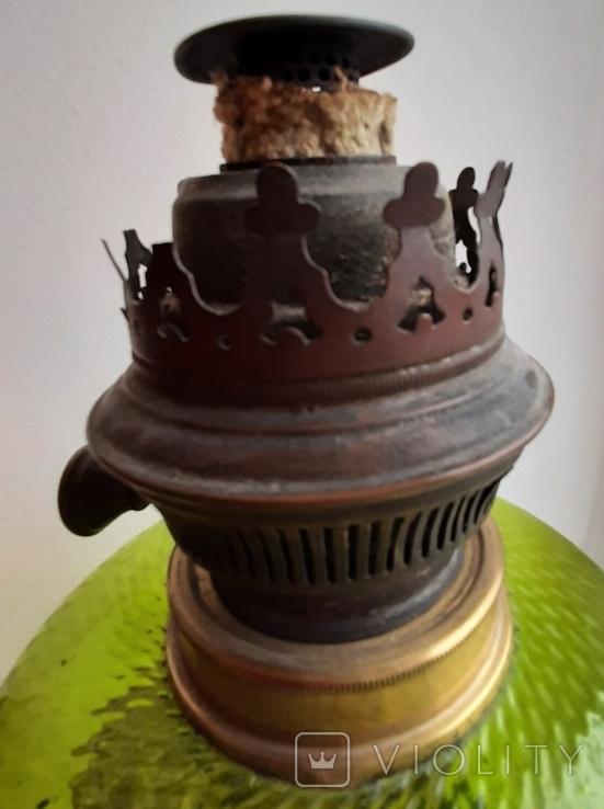 Керосиновая лампа зеленого стекла с колбой и с декорированным туловищем .Германия, фото №11