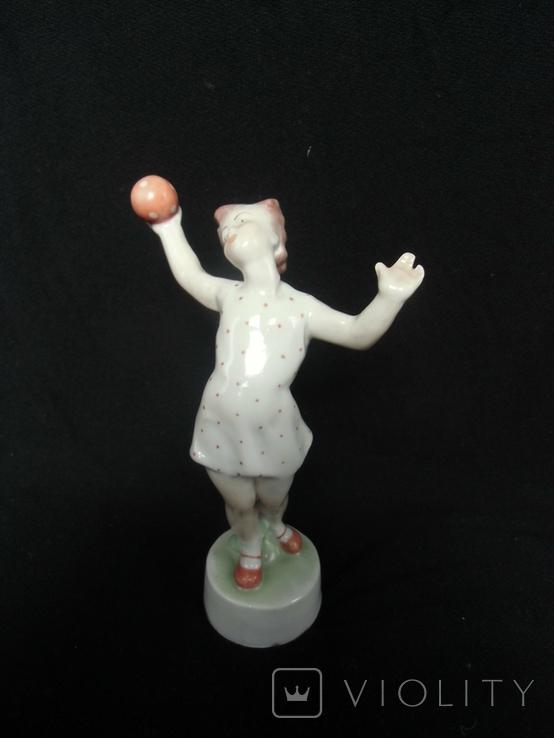 Девочка кидает мяча Венгрия клеймо фирмы Жолнаи, фото №3