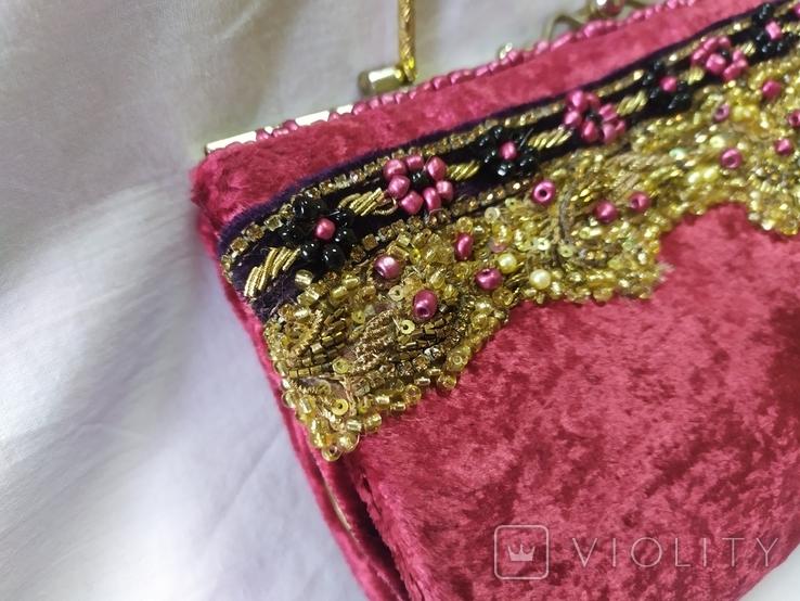 Винтажная бархатная сумочка с вышивкой и металлической ручкой, фото №3