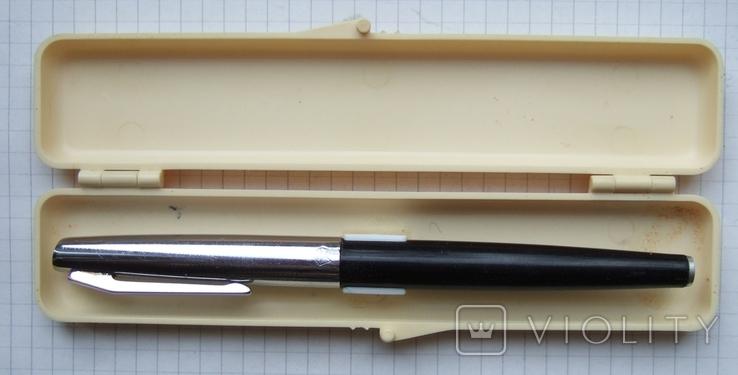 Перьевая ручка ЯАР-464 со знаком качества. Пишет мягко, тонко и насыщенно.