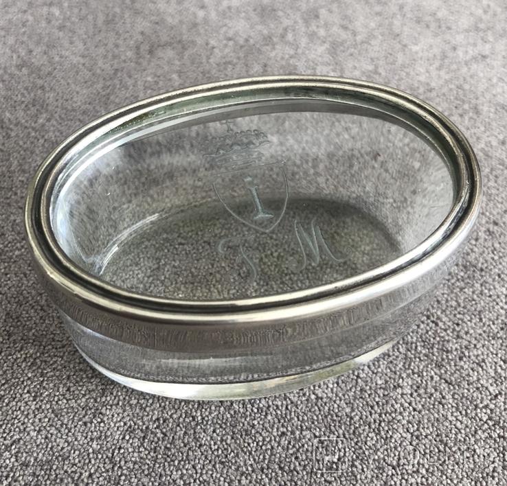Старинная стекляная шкатулочка с гравировкой, ободок крышечки серебро 800 пр, фото №2