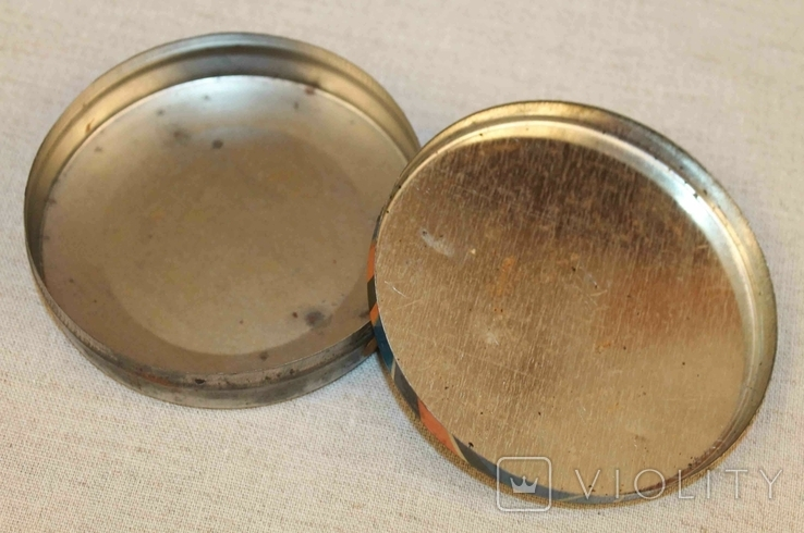 Старая жестяная коробка от конфет, фото №6