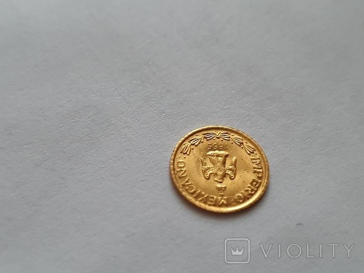 Золотая сувенирная монета Мексики 1865год 1 песо (перевертыш), фото №2