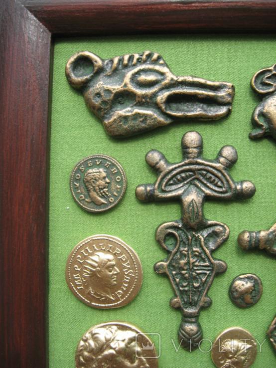 Монеты и античная археология. Копии, в раме без стекла, 31х21см, фото №3