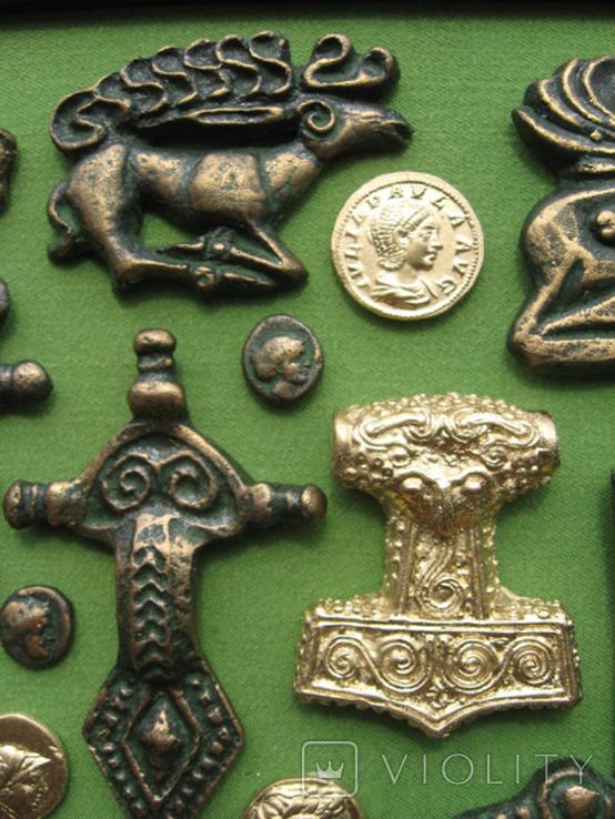 Монеты и античная археология. Копии, в раме без стекла, 31х21см, фото №4