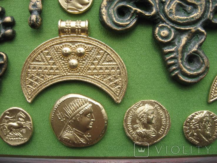 Монеты и античная археология. Копии, в раме без стекла, 31х21см, фото №5