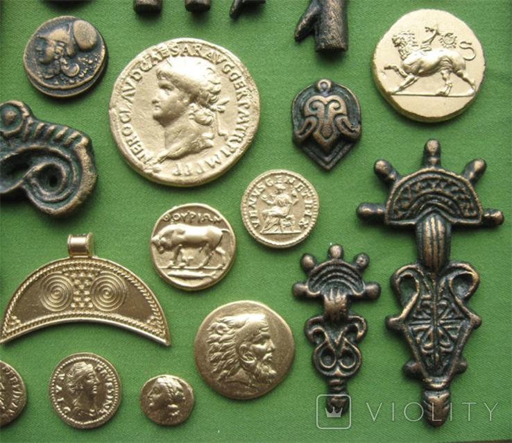 Монеты и античная археология. Копии, в раме без стекла, 31х21см, фото №9