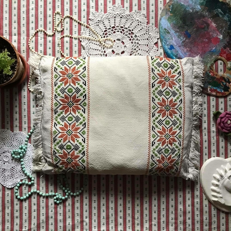 Подушка декоративная вышивка бахрома пух перо, фото №2