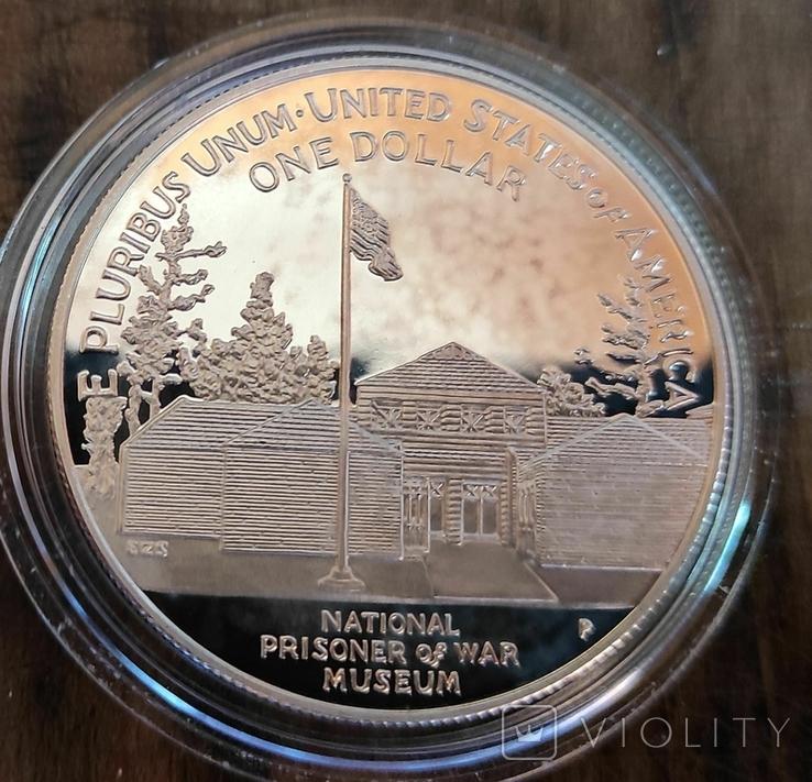 США 1 доллар 1994 г. Национальный музей военнопленных. Орел. Пруф, фото №3