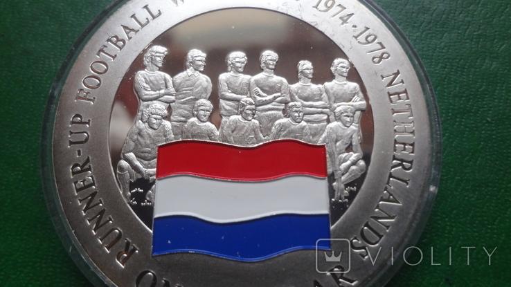 1 доллар 2001 о-ва Кука Футбол Нидерланды серебро (2.3.3)~, фото №3