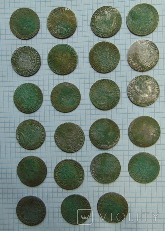 507 серебрянных монет и обломки горшка, фото №2