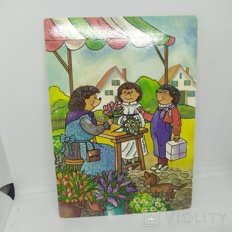 Открытка Ежики. Еж покупает цветы своей даме, фото №2