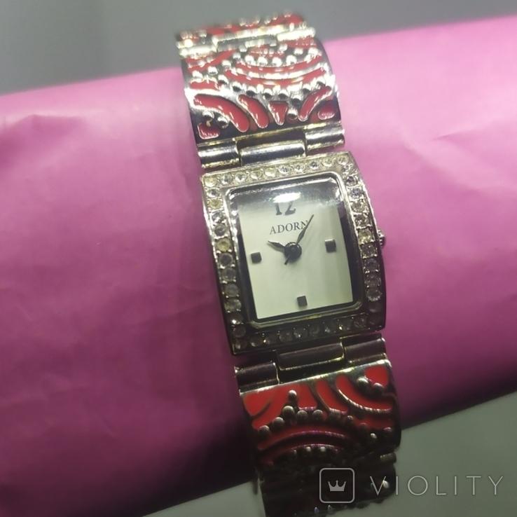 Кварцевые женские часы. Браслет с эмалью. На ходу, фото №3