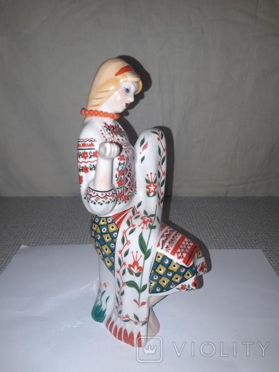 """Фарфоровая статуэтка """"Девушка вышивает"""", фото №4"""