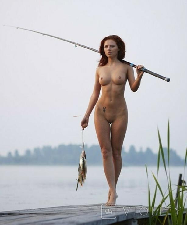 Рыбачка с уловом.