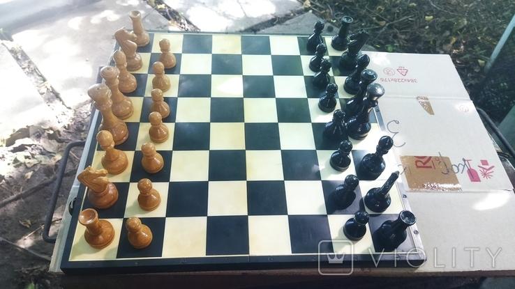 Деревянные шахматы на пластмассовой доске., фото №2