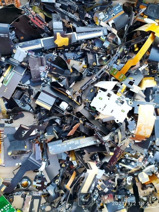 Золотосодержащий материал из айфонов, фото №3