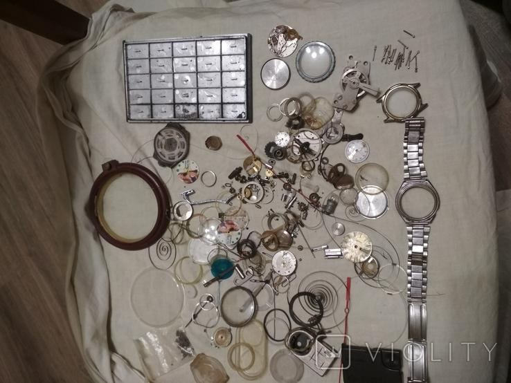 Разные часовые запчасти из ящика часовщика, фото №3
