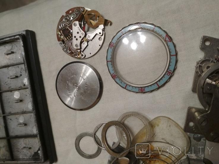 Разные часовые запчасти из ящика часовщика, фото №4