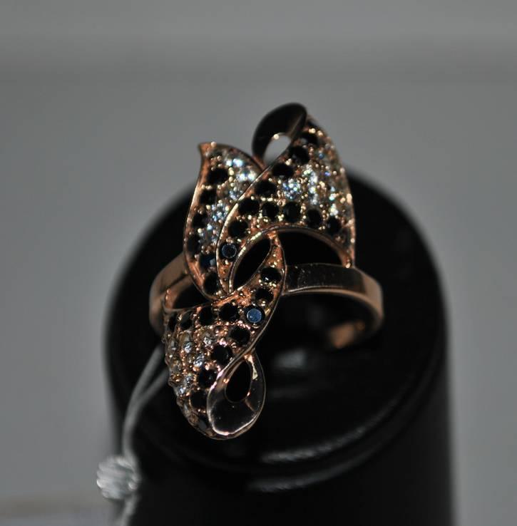 Золотое кольцо 585 проба новое.