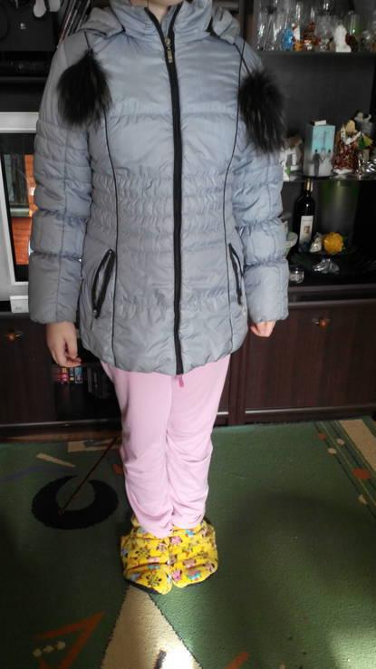 Продам зимний серый пуховик на девочку