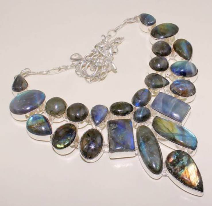 Ожерелье из крупных лабрадоритов