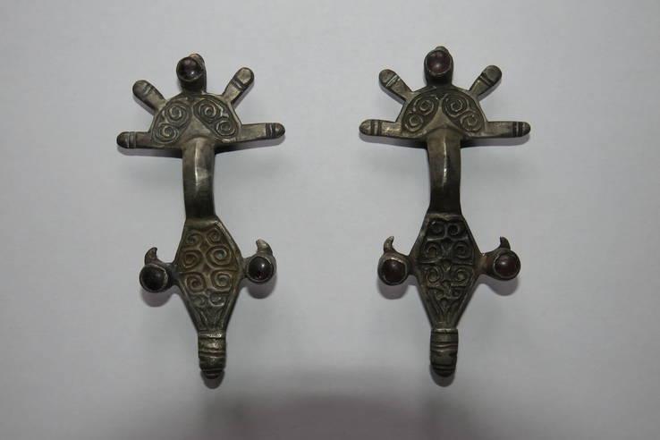 Парные серебряные фибулы и две пары серебряных браслетов
