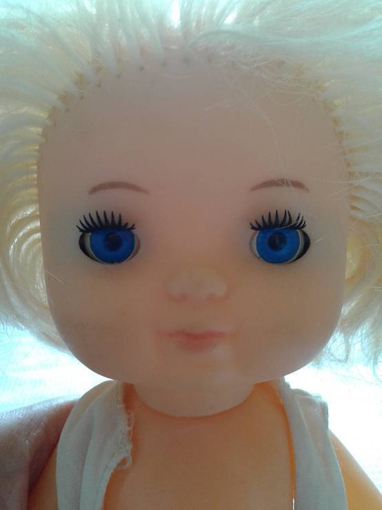 Голубоглазая кукла