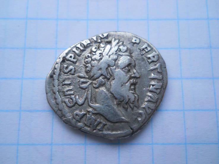 Пертинакс - император у алтаря.