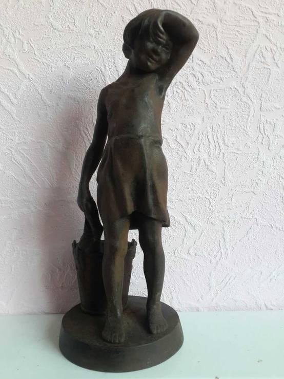 Статуя Девушка с ведром.(касли).