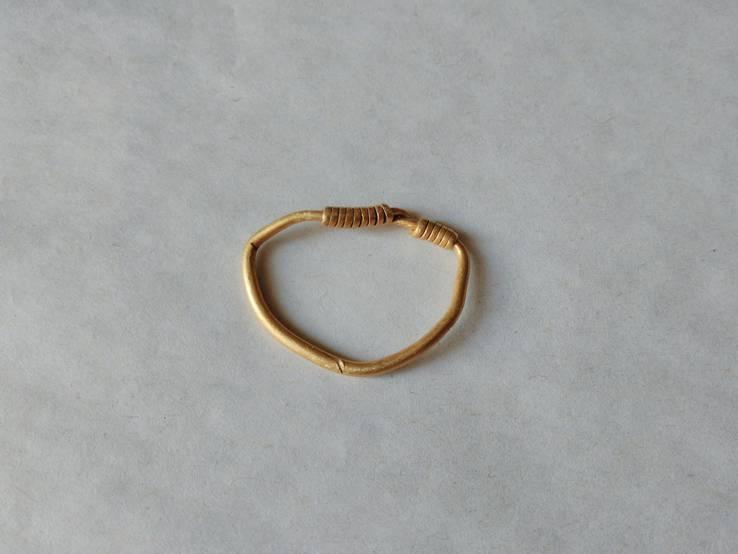 Золотое височное кольцо
