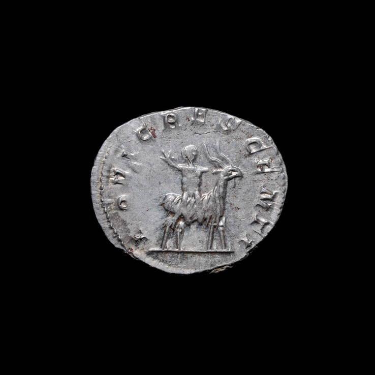 Антониниан Валериан II, Юпитер На Козле
