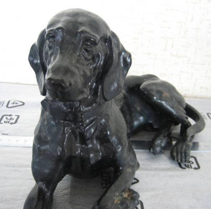 Старовинна велика (37 см ) фігура лежачої собаки