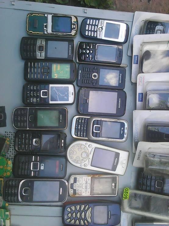 Мобильные на запчасти