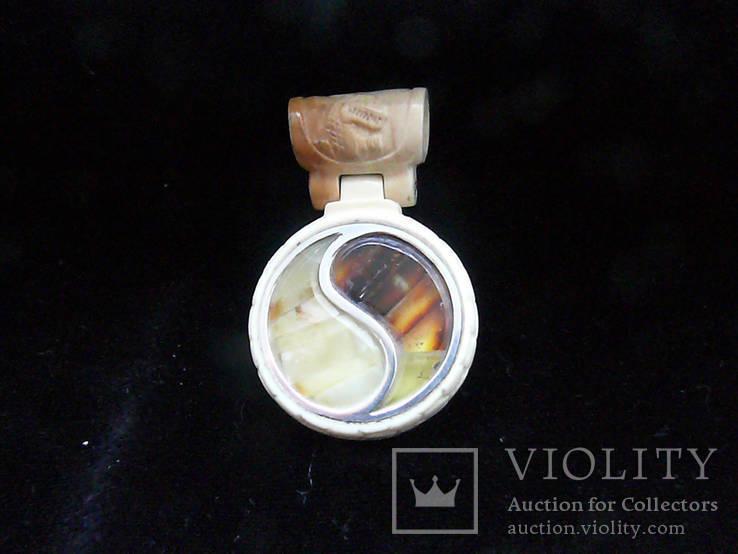 Кулон из Янтаря, Бивня мамонта на кожаном шнурке с серебряным креплением, фото №2