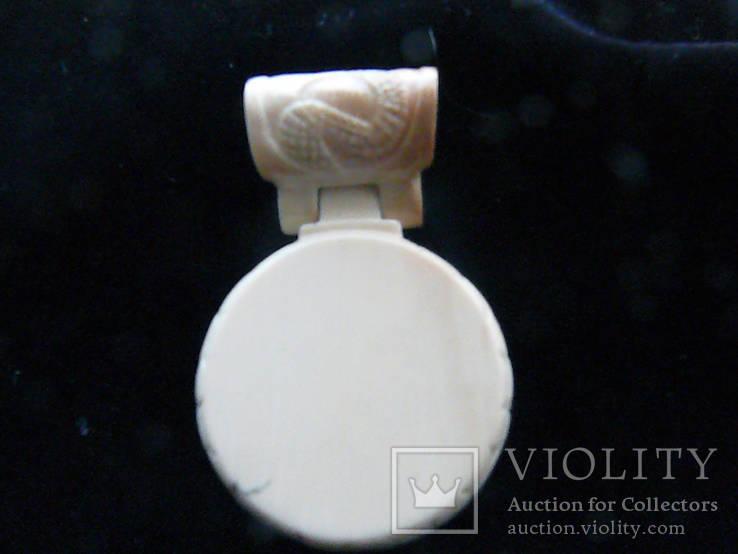 Кулон из Янтаря, Бивня мамонта на кожаном шнурке с серебряным креплением, фото №4
