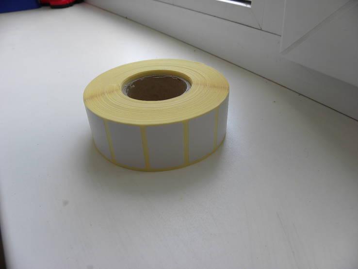 Самоклеющаяся этикетка 2100 штук 30 мм - 20 мм