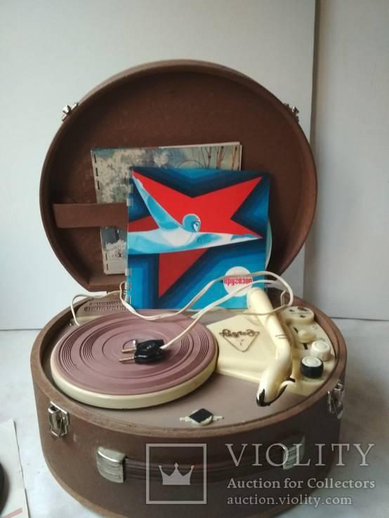 Радиограммофон Волга Саратов 1961г с паспортом