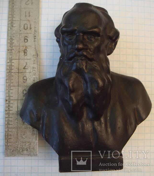 Бюст Л. Толстого