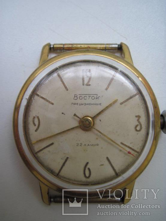 Часы Восток прецизионные AU20 на ухе
