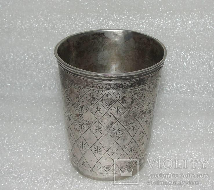 Древняя серебряная стопка с 12 лотовой пробой. Без резерва.