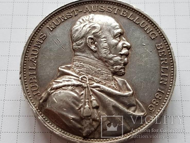 Медаль серебряная в честь 100-летие академической художественной выставки в Берлине