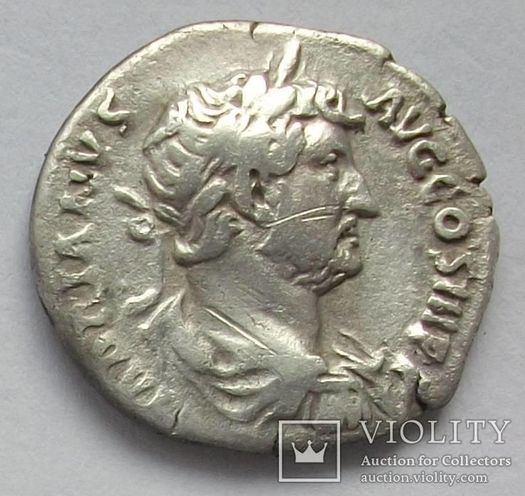 Денарий Адриана.RIC 256d.(Император в венку).