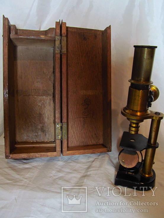 Старинный микроскоп с футляром