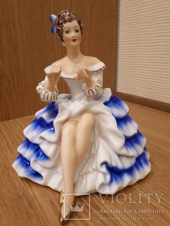 Статуэтка ГДР  девушка в платье
