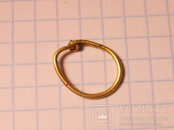 Золоте кольцо від прикраси.