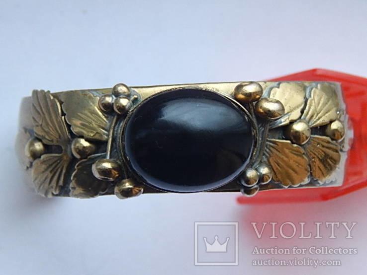 Старовинний браслет з коштовним каменем