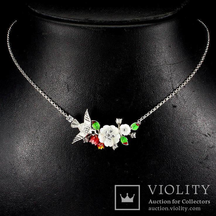 Ожерелье с натуральным перламутром, эмалью и белыми топазами